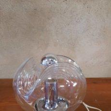 Vintage: LAMPARA DE MESA GLOBO TRANSPARENTE SURCADO. Lote 226003402