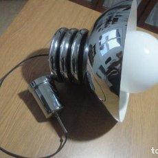 Vintage: ANTIGUA LAMPARA DE TECHO METAL CROMADO Y OPALINA.RETRO POP VINTAGE AÑOS 60.70. Lote 239674765
