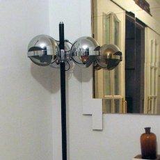 Vintage: ANTIGUA LAMPARA DE PIE CON TRES FOCOS MOVILES. METAL. AÑOS 60. FUNCIONA. Lote 240999430