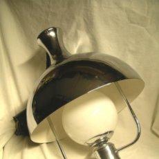 Vintage: LAMPARA TECHO SUBE Y BAJA VINTAGE, CROMADO Y BLANCO. MED. 35 X 90 CM. Lote 244961880