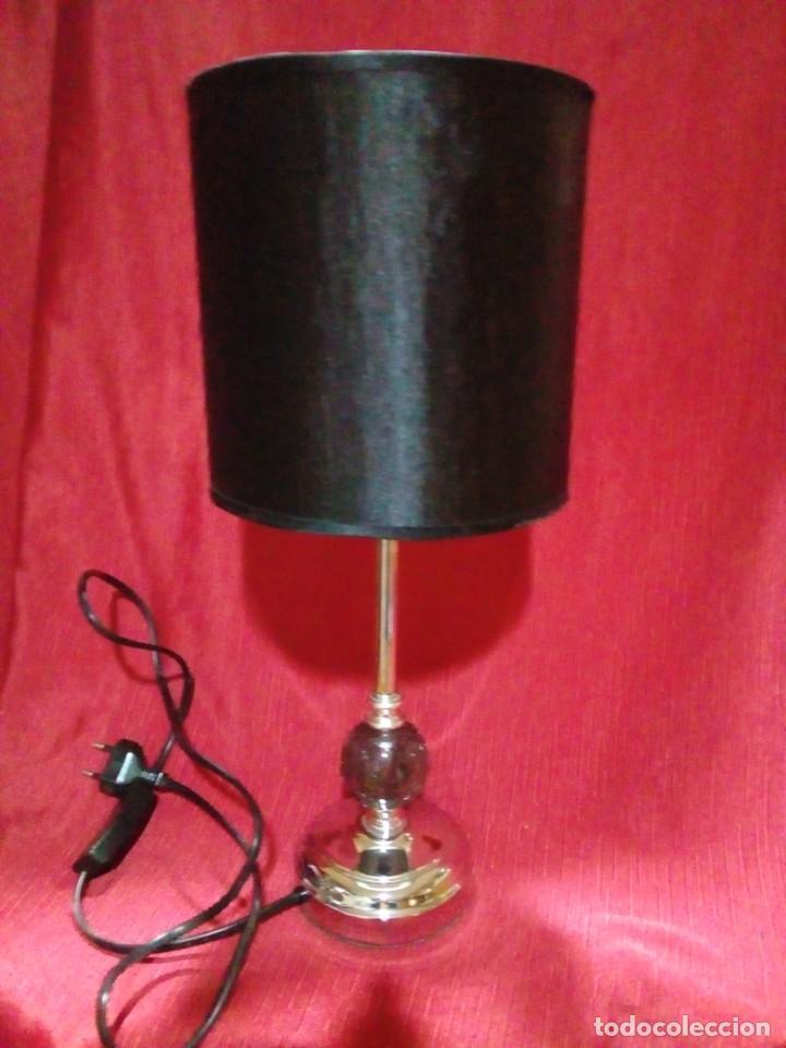 BONITA LAMPARA VINTAGE CON SOPORTE DE METAL Y BOLA DE CRISTAL (Vintage - Lámparas, Apliques, Candelabros y Faroles)