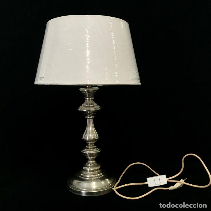 LÁMPARA METAL PLATEADO. ALTURA HASTA EL CASQUILLO 32,5 CM (Vintage - Lámparas, Apliques, Candelabros y Faroles)