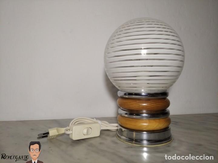 FANTÁSTICA LÁMPARA SOBREMESA CON GLOBO ESPIRAL BLANCA (AÑOS 80) VINTAGE - RETRO (Vintage - Lámparas, Apliques, Candelabros y Faroles)