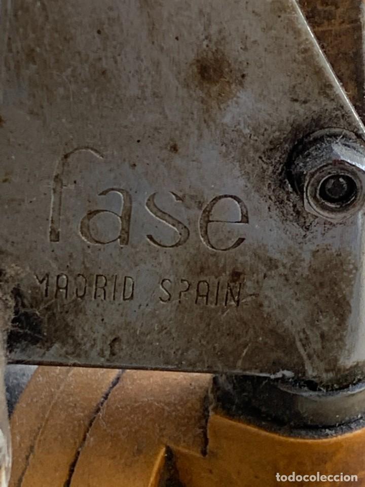 Vintage: PRIMER MODELO FLEXO PIE DE LAMPARA DESPACHO MESA FASE MADRID SPAIN MUELLES ALUMINIO LACADO 113X7CMS - Foto 4 - 263175520