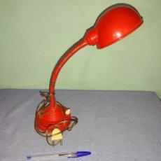 Vintage: ANTIGUA LAMPARA DE METAL DE SOBREMESA. Lote 269262358