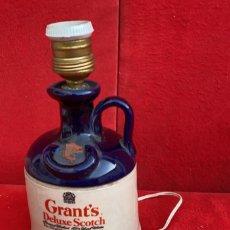 Vintage: LAMPARA DE BOTELLA DE WHISKY GRANNTS DELUXE SCHOTCH 25 CMS. ALTO. Lote 277090468