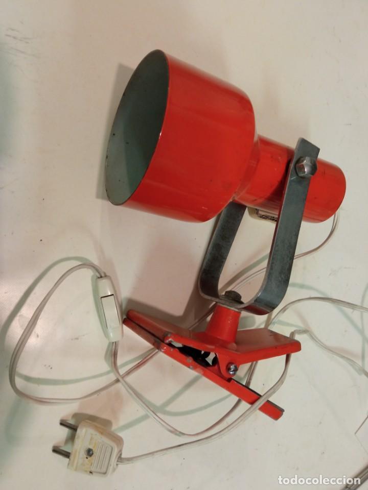 LÁMPARA FOCO PINZA TODA METÁLICA COLOR NARANJA (Vintage - Lámparas, Apliques, Candelabros y Faroles)