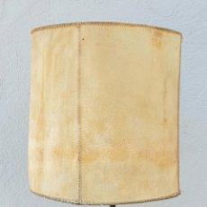 Vintage: LAMPARA DE HIERRO FORJADO Y PERGAMINO, AÑOS 70.. Lote 294817198