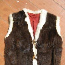 Vintage: CHALECO DE PIEL DE CONEJO BLANCO Y MARRON, FORRO DE GAMUZA ROJA, TALLA 46 HECHO A MANO, AÑOS 60. Lote 26483945