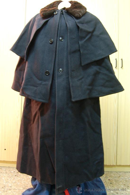 Abrigo con capa hombre