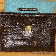 Vintage: ANTIGUO MALETIN CARTERA DE EJECUTIVO ,DE PIEL( CON SUS LLAVES ORIGINALES ). Lote 31822627