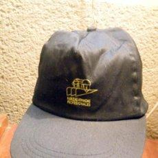 Vintage: GORRA CON VISERA FUERZAS ARMADAS PROFESIONALES. Lote 32303979