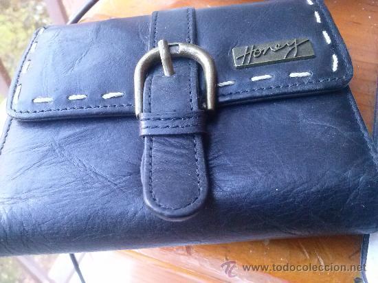 Vintage: Pequeña cartera de piel, de mujer. Amplio tarjetero; pequeño bolsillo trasero.11,9 x 9,9 cms. - Foto 2 - 33800161