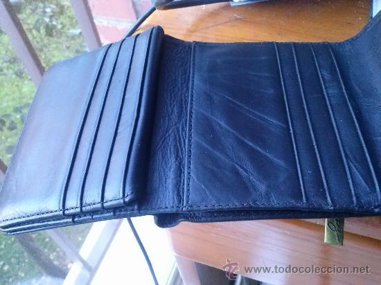Vintage: Pequeña cartera de piel, de mujer. Amplio tarjetero; pequeño bolsillo trasero.11,9 x 9,9 cms. - Foto 6 - 33800161