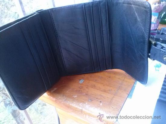 Vintage: Pequeña cartera de piel, de mujer. Amplio tarjetero; pequeño bolsillo trasero.11,9 x 9,9 cms. - Foto 5 - 33800161