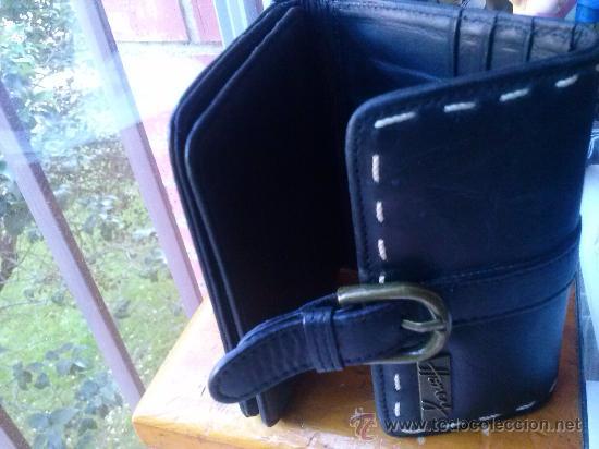 Vintage: Pequeña cartera de piel, de mujer. Amplio tarjetero; pequeño bolsillo trasero.11,9 x 9,9 cms. - Foto 4 - 33800161
