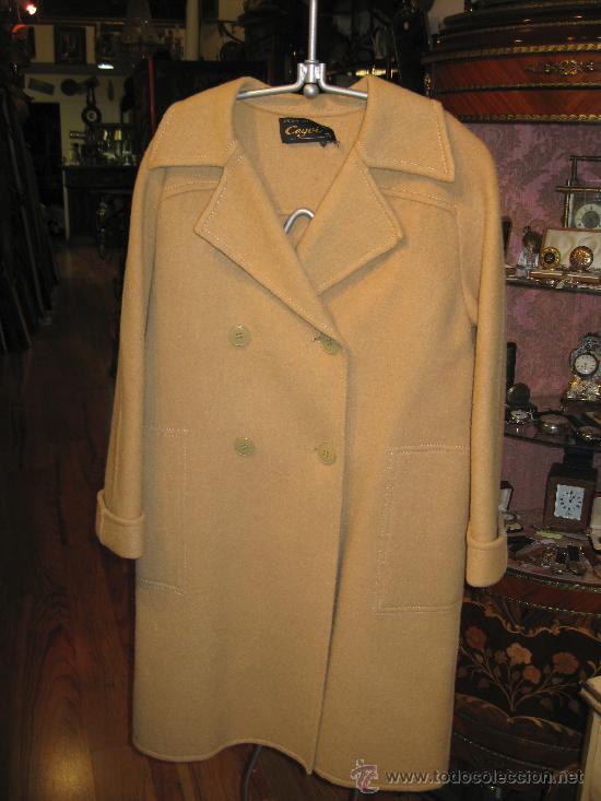 Abrigo de mujer en color beige segunda mano