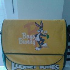 Vintage: BOLSO BANDOLERA GRANDE, OFICIAL LOONEY TUNES; BUGS BUNNY; NUEVO, SIN USO; VARIOS DEPARTAMENTOS. Lote 118325018