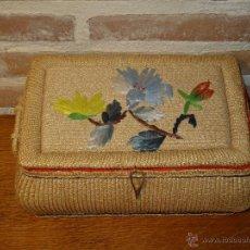 Vintage: COSTURERO DE ESPARTO. JUNCOS FORRADO INTERIORMENTE CON BORDADO DE FLORES COFRE.. Lote 42502412