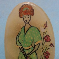 Vintage: PRENDEDOR ANTIGUO MUJER CON FLORES. Lote 45201019