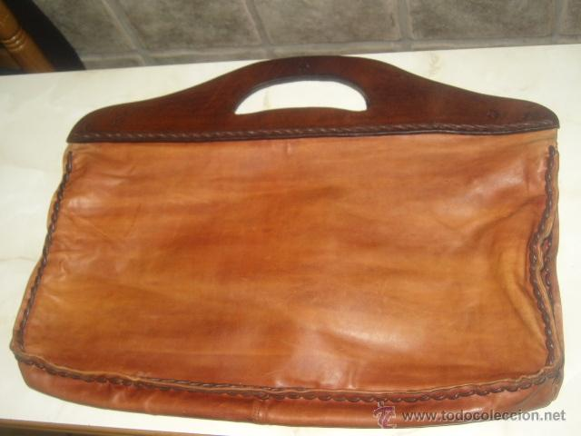 71b327589 Antiguo bolso piel curtida marron y asas de cuero grueso,cosido todo a mano  con cordon de cuero.