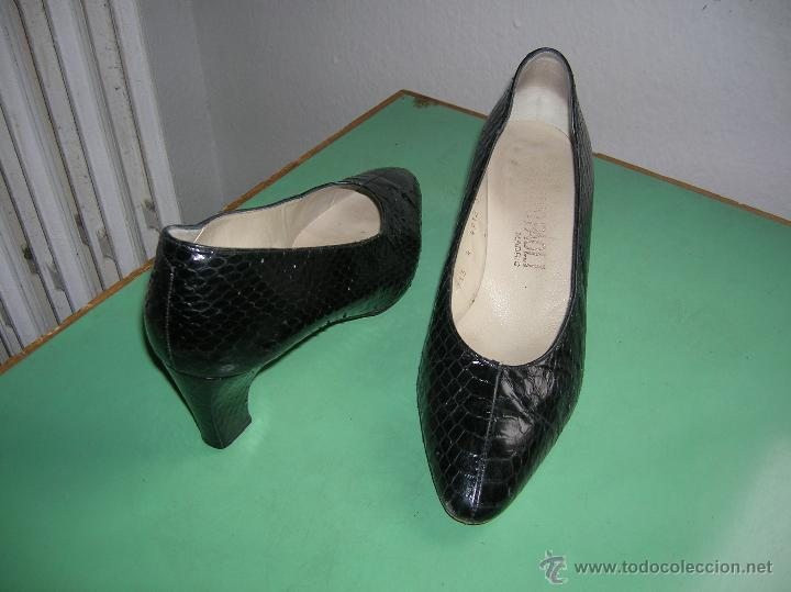 Vintage: Elegantes zapatos negros de piel de serpiente nº 37 - Foto 2 - 48201342