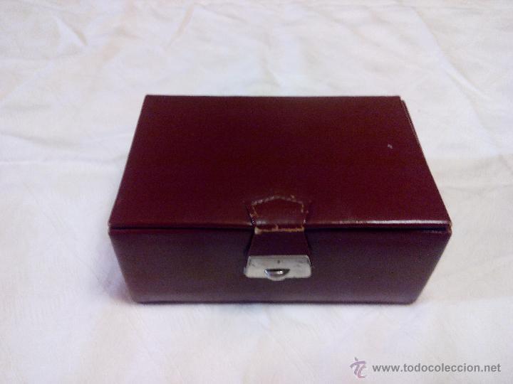 Vintage: Estuche de cuero marca bloch,con cepillo,lima y corta uñas. ideal pata viaje.Años 70 - Foto 2 - 49039477