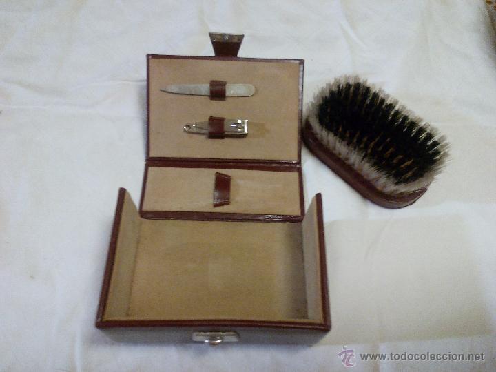 Vintage: Estuche de cuero marca bloch,con cepillo,lima y corta uñas. ideal pata viaje.Años 70 - Foto 3 - 49039477