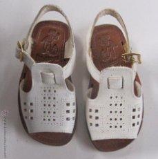 Vintage: ZAPATOS VINTAGE. ZAPATOS INFANTIL. SANDALIAS. DE PIEL. AÑOS 50. MARCA VILARROYA. NUMERO 20. Lote 54648256