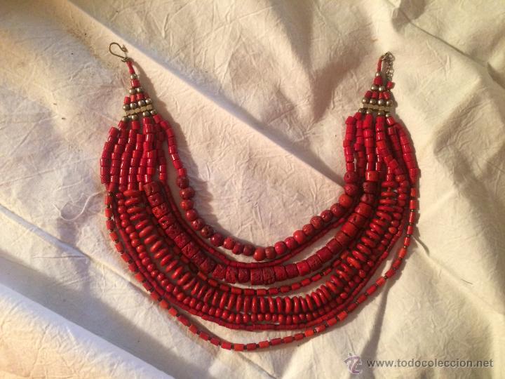 4eb4e570b4d8 Precioso collar de corales rojos. 8 vueltas. - Vendido en Subasta ...