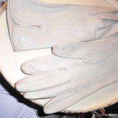 Vintage: AÑOS 50 ANTIGUOS GUANTES CON MARCA PIEL GRIS CLARO TALLA 6,1/5 DE SEÑORA TIENEN MARCA INTERIOR. Lote 55749449