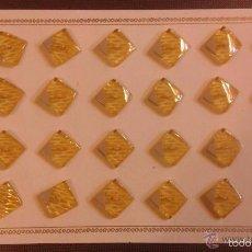 Vintage: CARTÓN CON 24 BOTONES ANTIGUOS, MUY ORIGINALES. MEDIDAS 1,50 X 1,50 CM. Lote 56103667