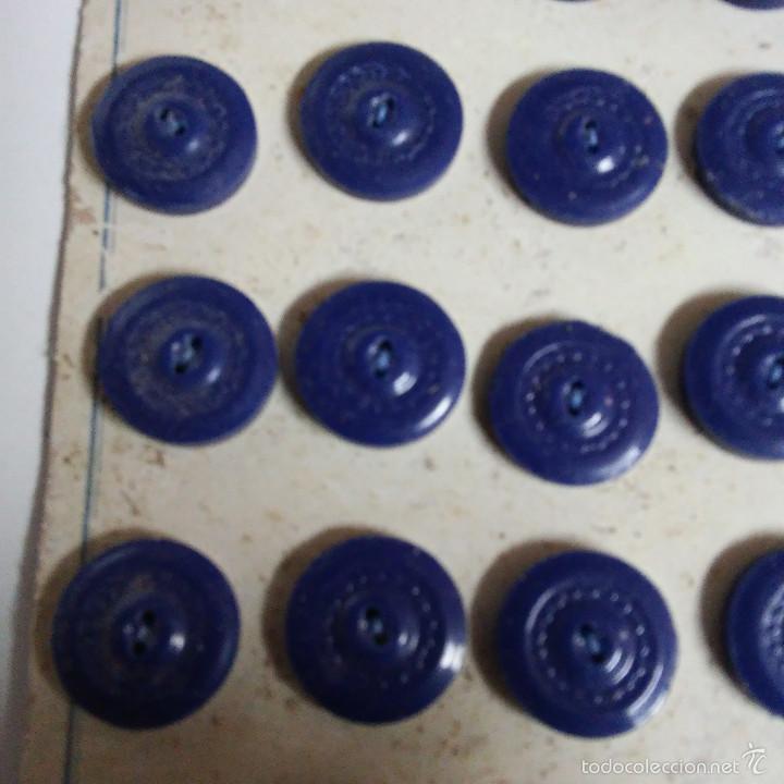 Vintage: BLISTER COMPLETO CON 36 BOTONES DE TIENDA DE CONFECCION FINAL DE LOS 50, SASTRE, MODA. - Foto 2 - 56859292