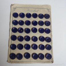 Vintage: BLISTER COMPLETO CON 36 BOTONES DE TIENDA DE CONFECCION FINAL DE LOS 50, MODA, SASTRE.. Lote 56859399