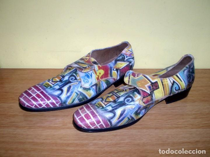 Vintage: Zapatos de diseño grafiteados en piel de la casa rovers.Numero 44. - Foto 2 - 72429211