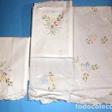Vintage: SÁBANA BORDADA A MANO EN COLORES CON DOS ALMOHADONES CAMA 1,35 - VDA DE TOLRÁ - NUEVA SIN USAR. Lote 73826955