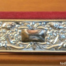 Vintage: CAJITA / FUNDA PINTALABIOS - ADORNO PLATEADO REPUJADO - ESPEJO INTERIOR. Lote 65877670