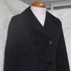 Vintage: GABARDINA CORTA NEGRA CRUZADA. Lote 80584926