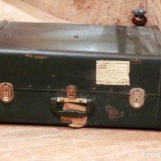 Vintage: ANTIGUA MALETA DE MUESTRAS, EN PLASTICO DURO. 1960'S CON ETIQUETA DE EMBARQUE. 64X50X28CM.. Lote 83523952