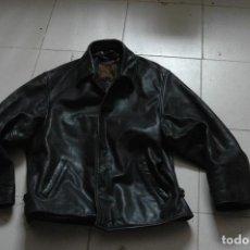Vintage: CAZADORA CHAQUETA CUERO PIEL NEGRO MOTERO-MOTORISTA--ESTILO RETRO REDSKINS. Lote 85009912