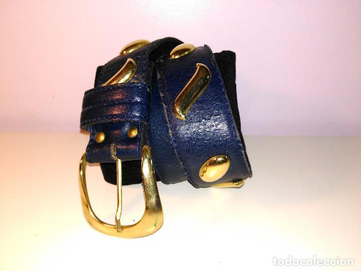 Vintage: Cinturon vintage. años 80. AZUL CON ADORNOS EN DORADO. 90 CM. - Foto 2 - 85137904