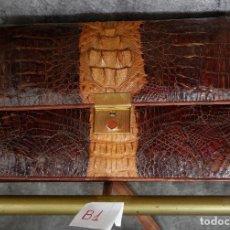 Vintage: EXCEPCIONAL BOLSO AÑOS 50, PIEL DE COCODRILO, CON LLAVE ORIGINAL. HERRAJES METALICOS, MUY BUEN ESTAD. Lote 95001478