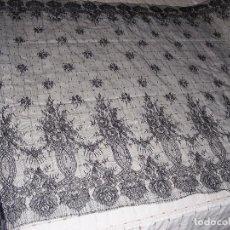 Vintage: ENCAJE TIPO CHANTILLY PARA MANTILLA,. Lote 93765215