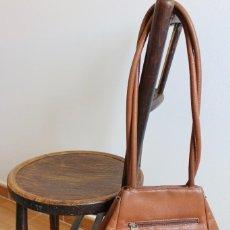 Vintage: ELEGANTE BOLSO DE FARRUTX DE PIEL MARRON. 35 X 27 CM. Lote 111332695