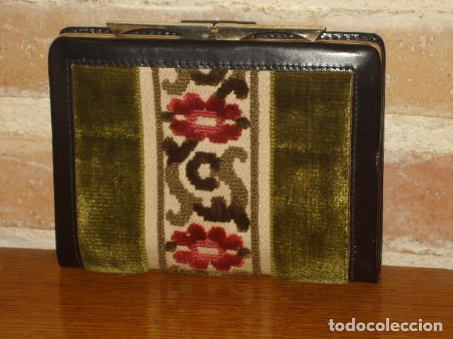 Vintage: ANTIGUO MONEDERO,CARTERA DE PIEL Y TELA TAPICERIA.SIN USO. - Foto 2 - 111499435
