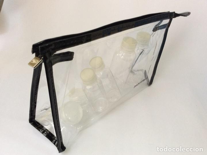 Vintage: Envío 8€. Neceser 6 envases viaje marca DSQUARED2 de plástico de 27x17cm - Foto 4 - 112323463