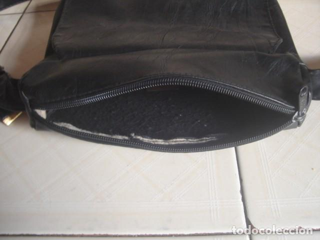 Vintage: Antiguo bolso bandolera artesanal de cuero negro para hombre, con 2 bolsillos exteriores - Foto 2 - 117516311