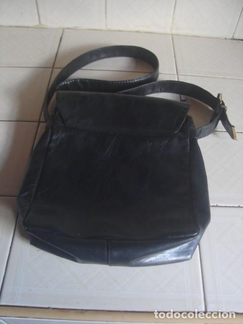 Vintage: Antiguo bolso bandolera artesanal de cuero negro para hombre, con 2 bolsillos exteriores - Foto 3 - 117516311