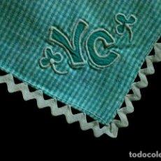 Vintage: ANTIGUO TAPETE - PAÑUELO BORDADO REMATADO CON PUNTILLA 21 X 22 CM. Lote 118211707