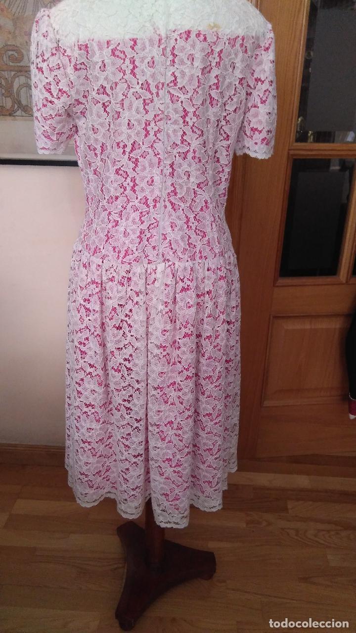 Vintage: Vestido de encaje blanco de algodón mecánico, forro color fucsia, talle bajo,de modista. Años 1960? - Foto 3 - 124416779